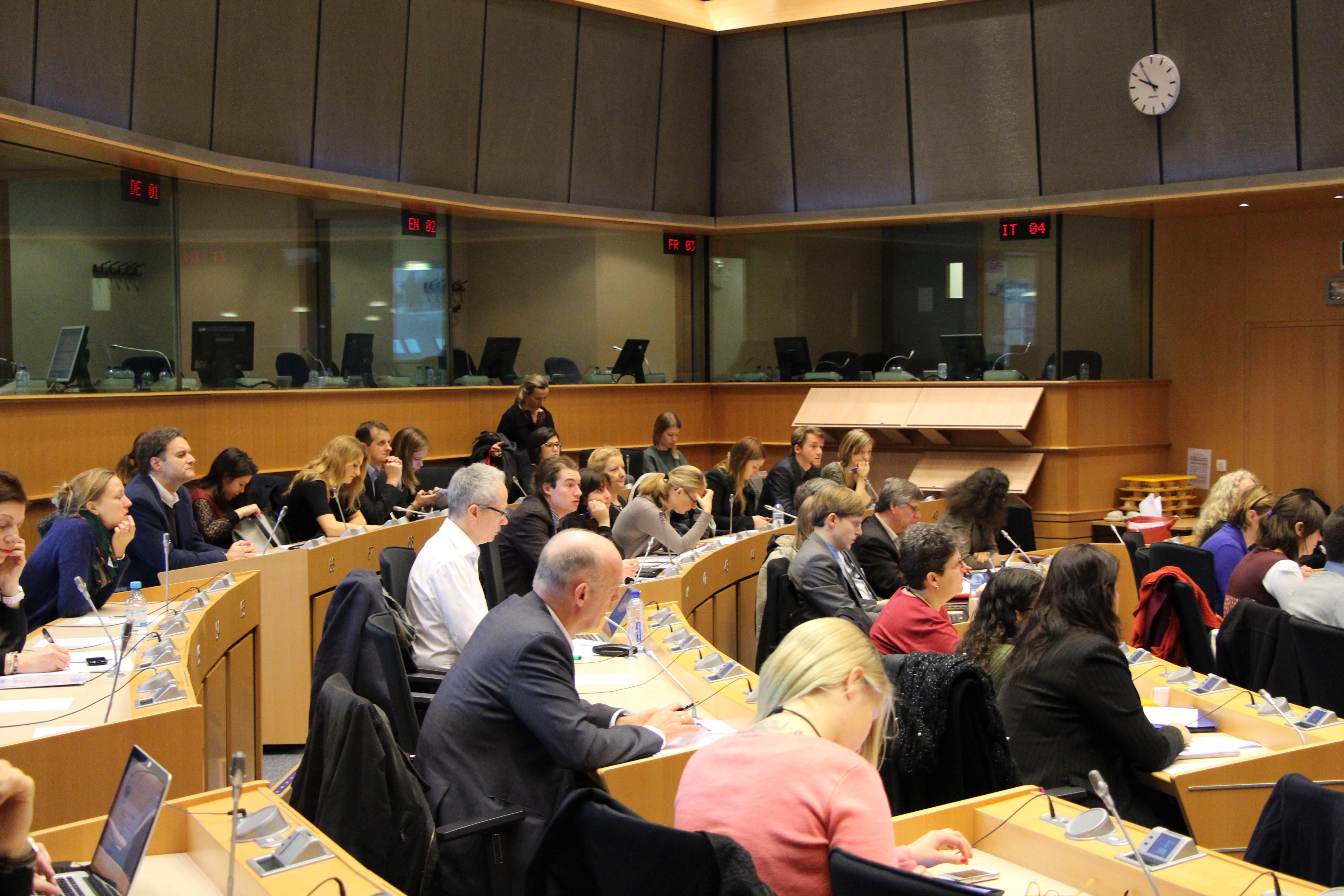 policy-debate-VNIL-2014